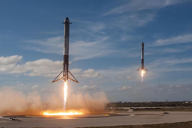 SpaceX Successfully Launches New Falcon Heavy Rocket