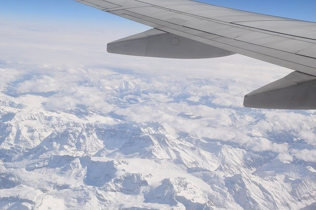 Can Airplanes Fly in Snowy Weather?