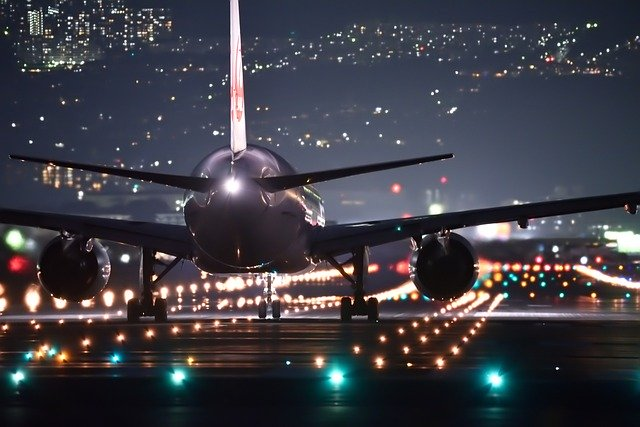 Why Do Airplanes Have Red and Green Lights?