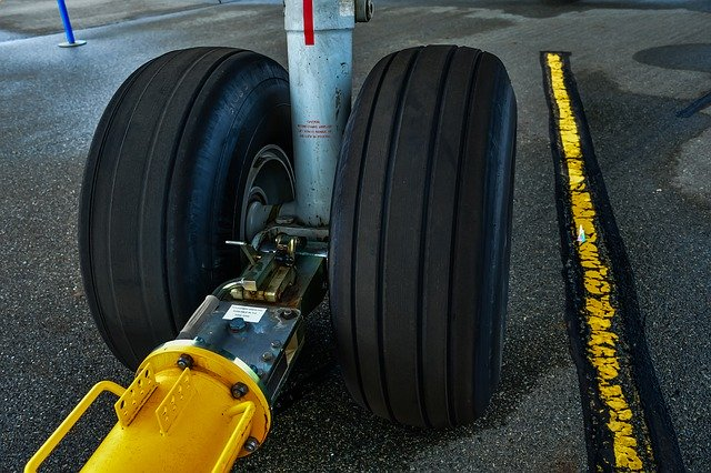 5 Fun Facts About Airplane Tires