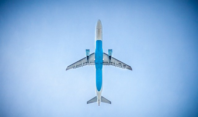 Why Airplanes Are Switching to Carbon Fiber